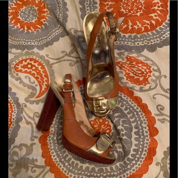 look for size 7 get new Michael Kors gold buckle heels NWT